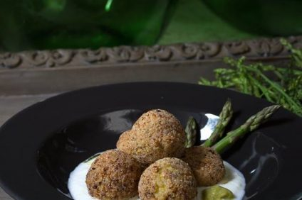 Rice balls with asparagus and mozzarella mousse