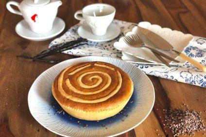 Crostata vortice alla crema su piattino