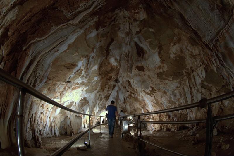 veduta interna delle grotte di Toirano
