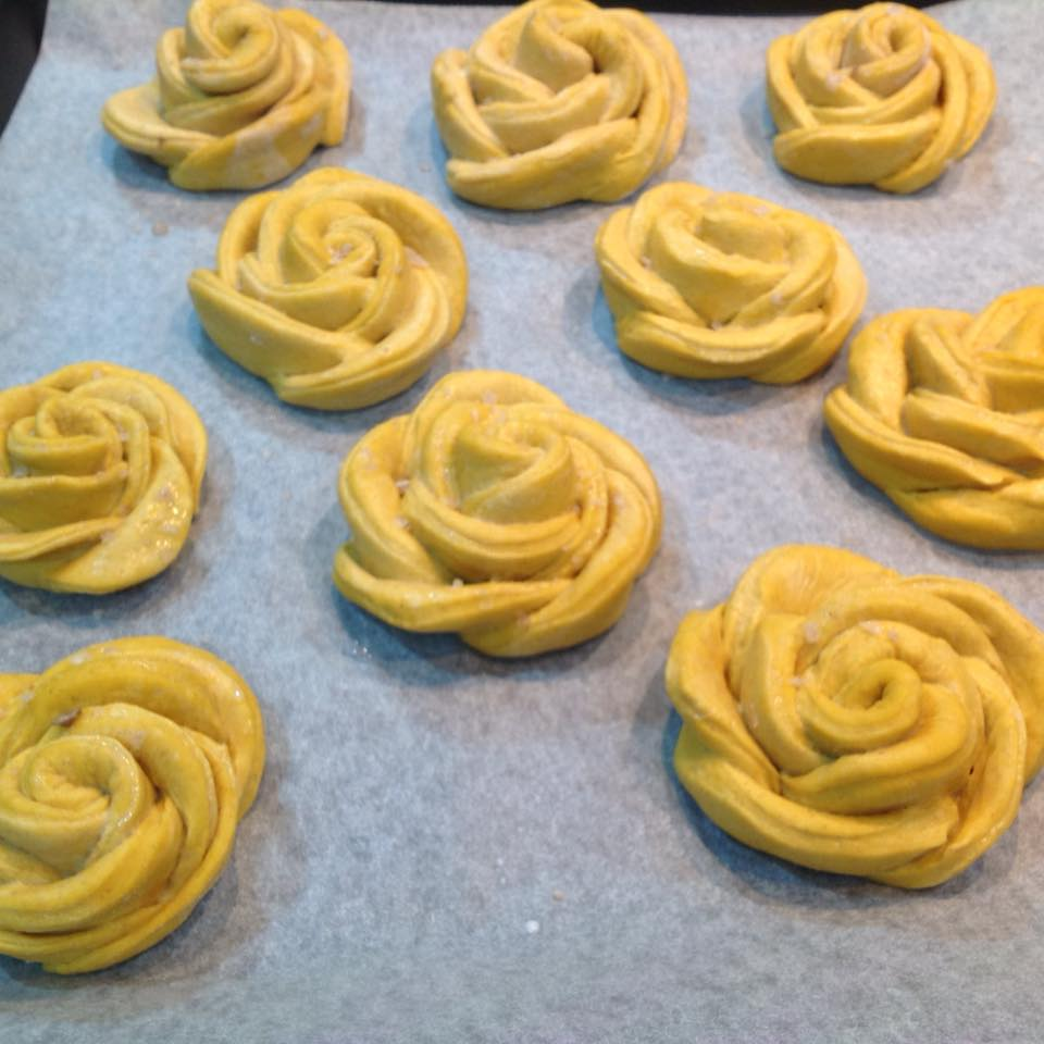 Bread roses with pumpkin and smoked Maldon salt crystals on baking paper