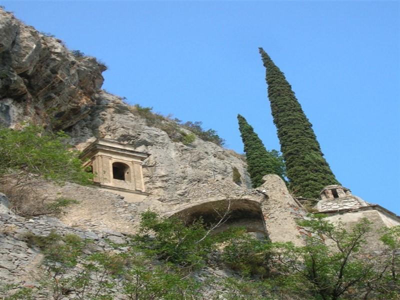 Grotte di Toirano: il santuario di Santa Lucia