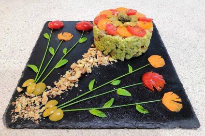 composizione dell'Insalata di riso tra i fiori