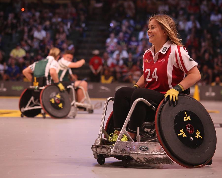 AISM - ragazza disabile su sedia a rotelle durante una partita