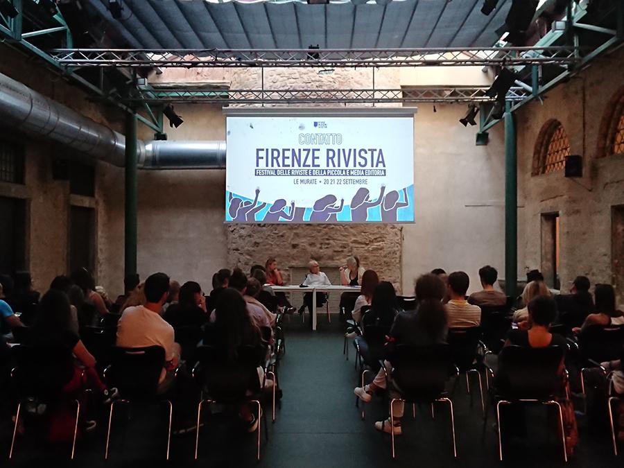 firenzerivista - persone sedute che ascoltano la conferenza