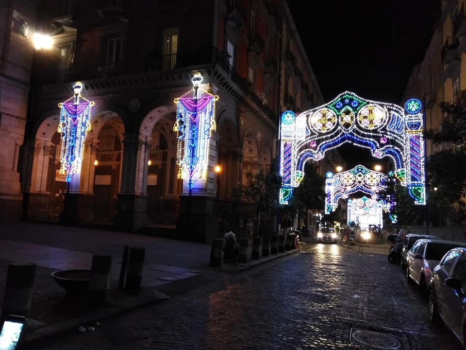 le luminarie per le strade di napoli
