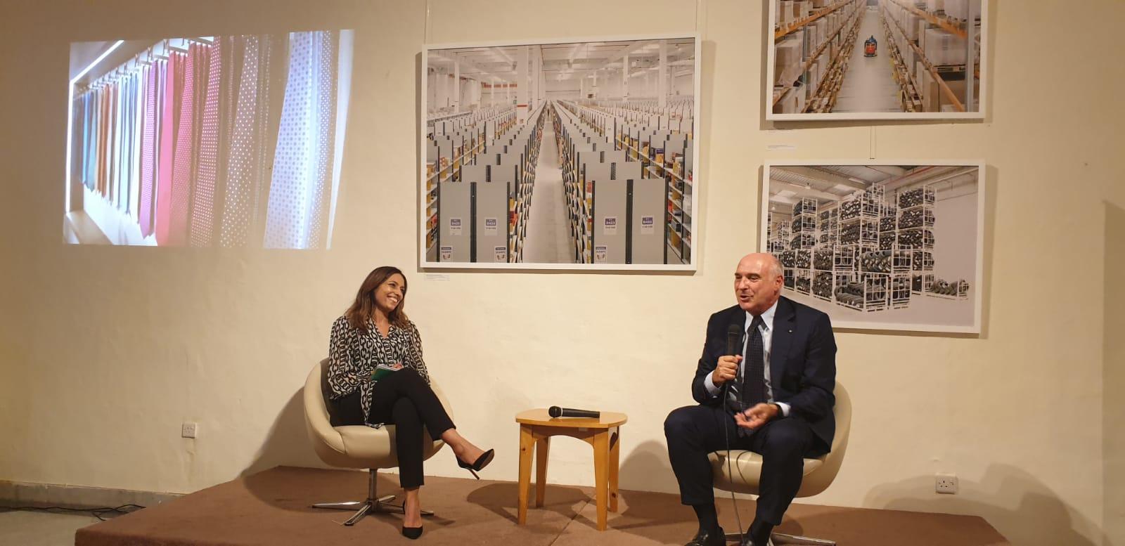 E. Marinella - il il Dottor Maurizio Marinella sul palco insieme a Paola stranges parla della sua attività