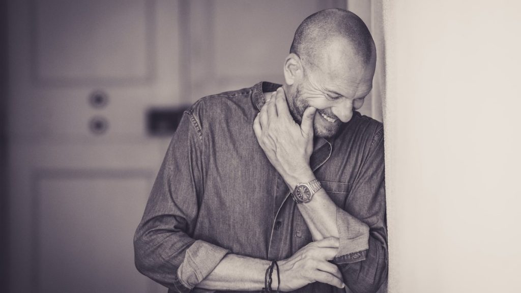 foto in bianco e nero di Biagio Antonacci: foto di profilo