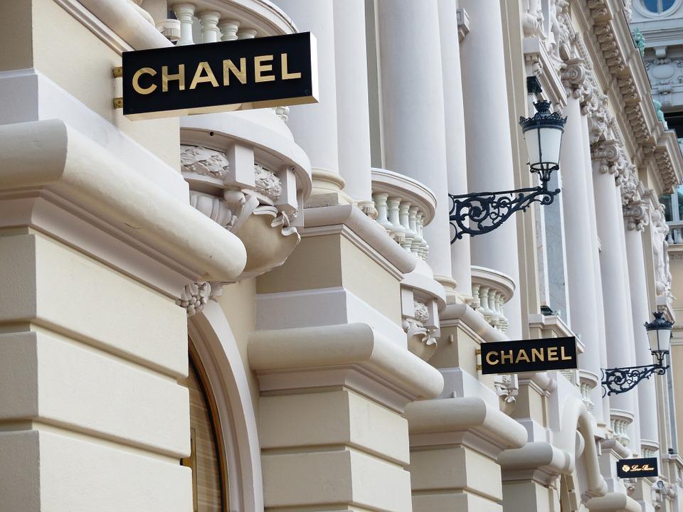 Elsa Schiaparelli - Chanel atelier