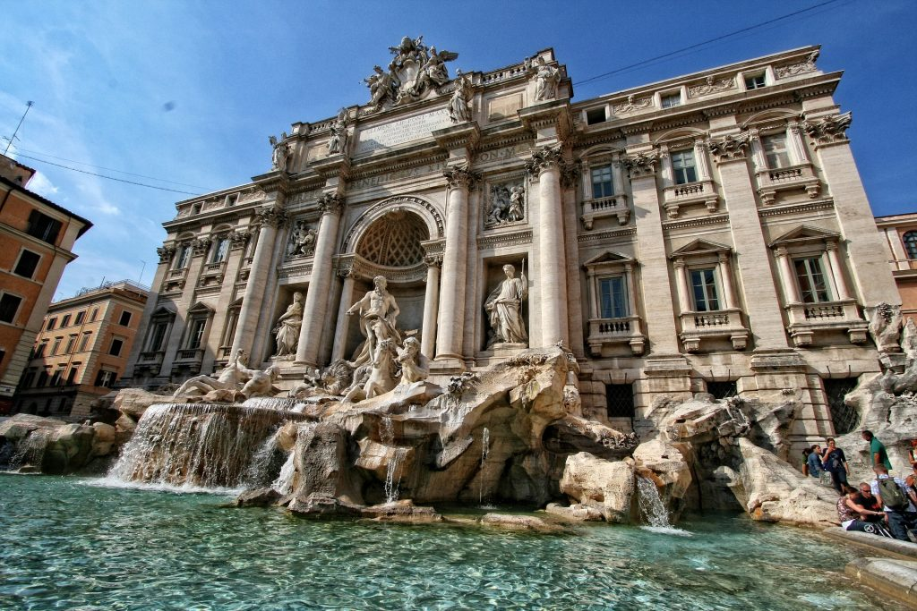 five best things to visit in Rome: trevi Fountain