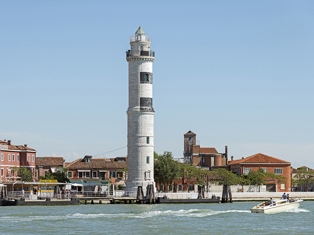 Laguna di Venezia - Vista del faro di Murano