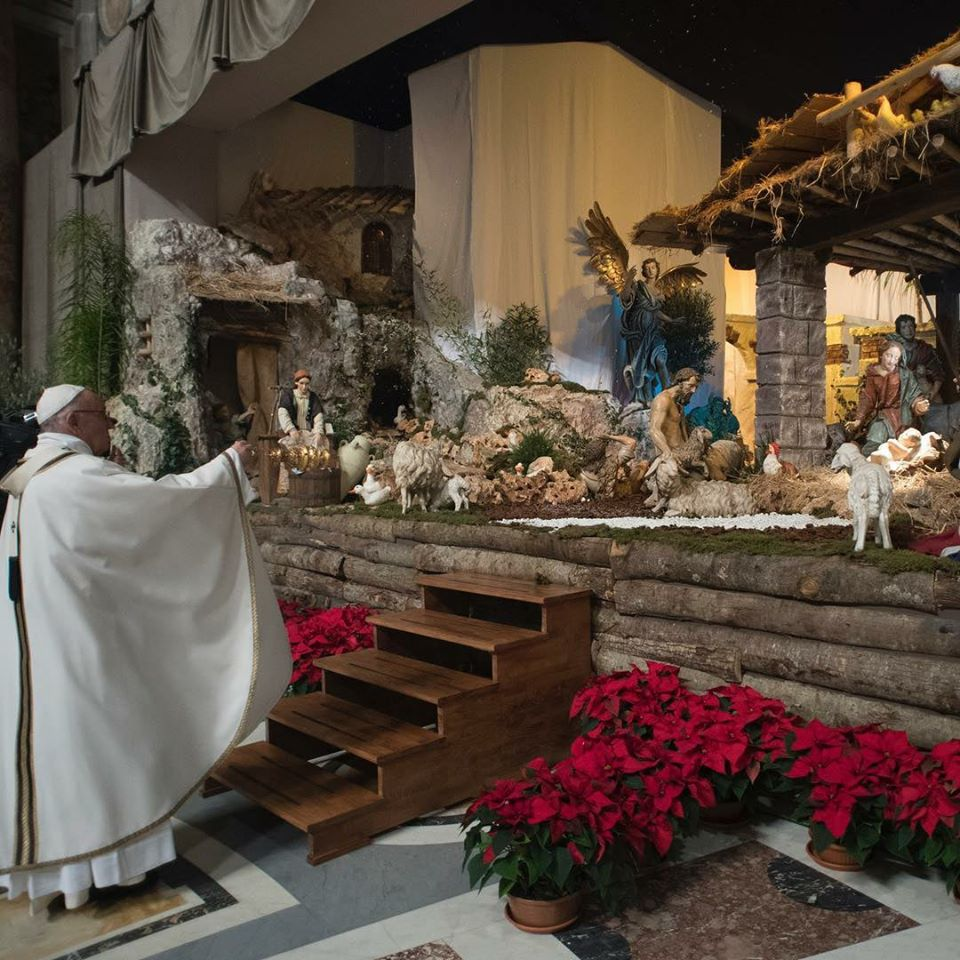 pope francis blessing a nativity scene