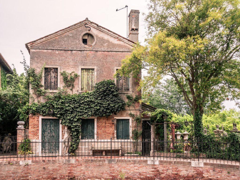 Laguna di Venezia - case nel centro di Torcello
