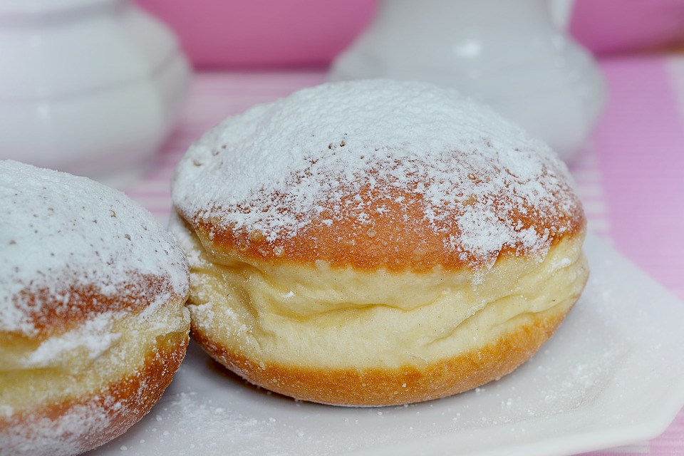 donuts filled with cream