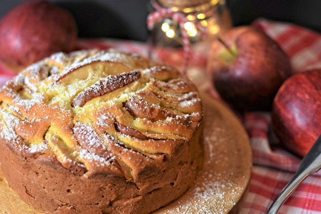 close up of apple pie