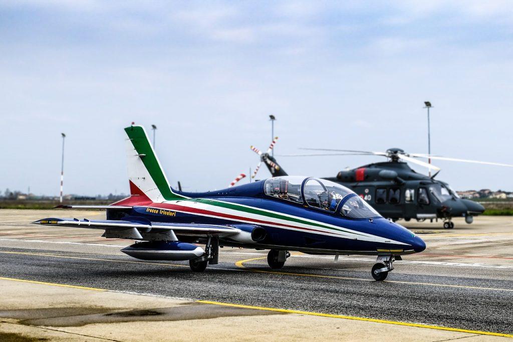 Vista di un aereo delle frecce tricolori