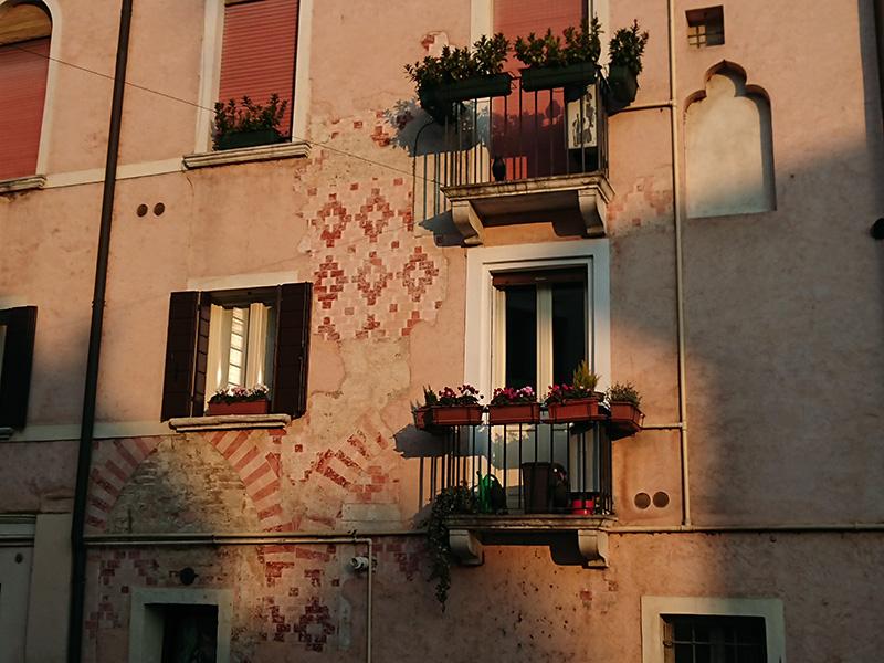 affresco su balconi