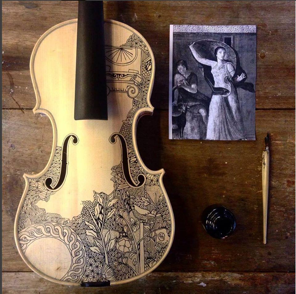 violino dipinto dall'artista Leonardo Frigo