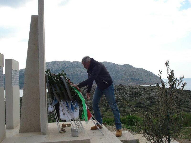 Zervoudis onora sul monumento le vittime italiane del naufragio