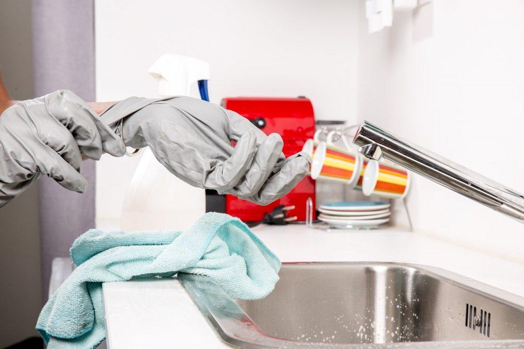 Igienizzare la casa con prodotti usa e getta