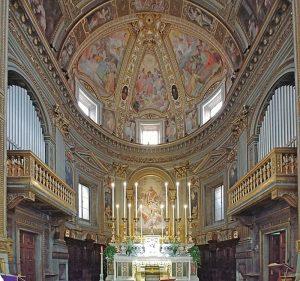 epidemia - l'interno della chiesa