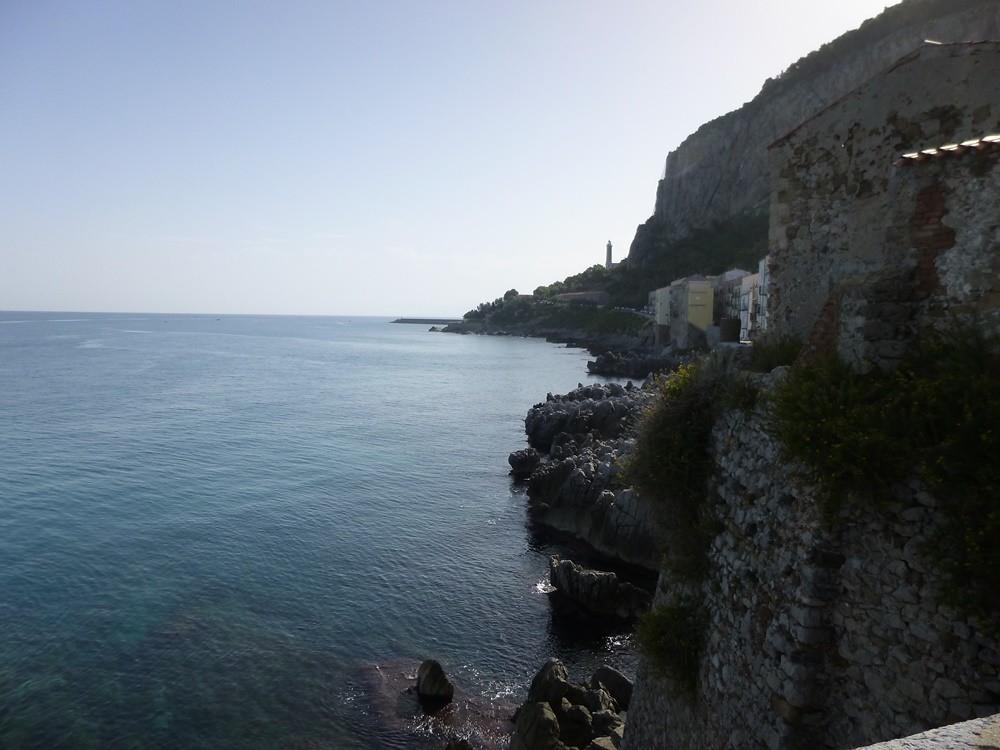 Rocca di Cefalù. Veduta dalla base rocciosa verso la costa