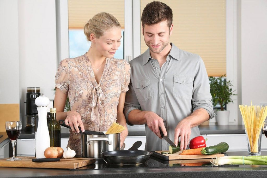 5 things to do in quarantine - man and woman cooking
