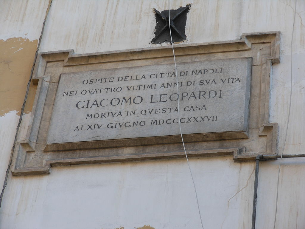 Targa in ricordo dell'abitazione di Napoli in cui Leopardi trascorse gli ultimi anni di vita . Plaque in memory of the home in Naples where Leopardi spent the last years of his life