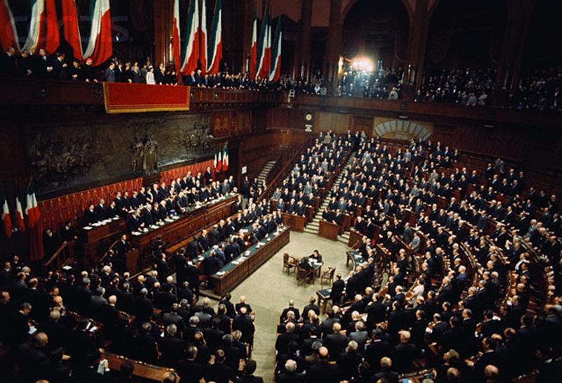 blocco totale - il parlamento italiano