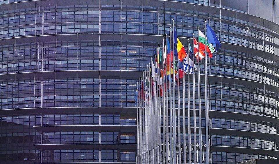 unione europea con le bandiere