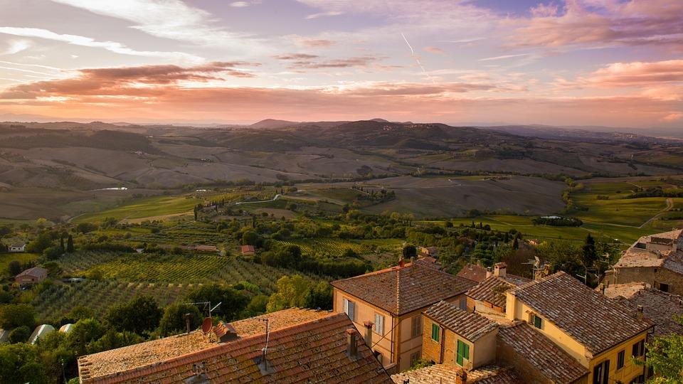borghi - panorama di una città toscana  - villages - panorama of a Tuscan city