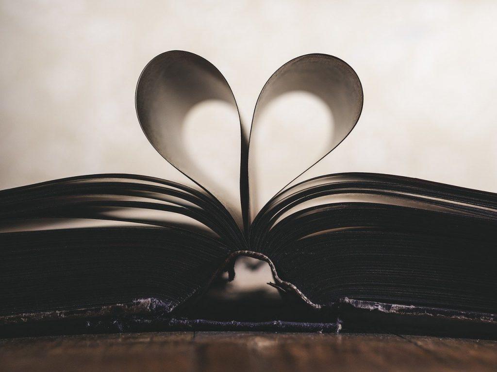 film - movies due pagine di libro che formano un cuore