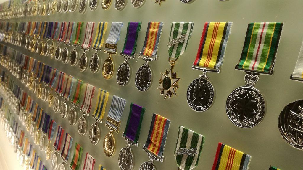 alfiere - tante medaglie appese in fila