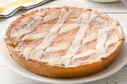 una pastiera napoletana su piatto
