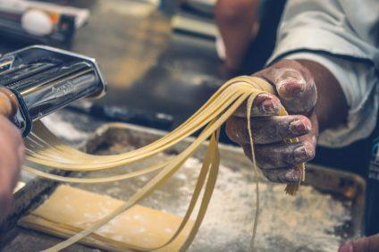 ristoratori - momento della preparazione della pasta