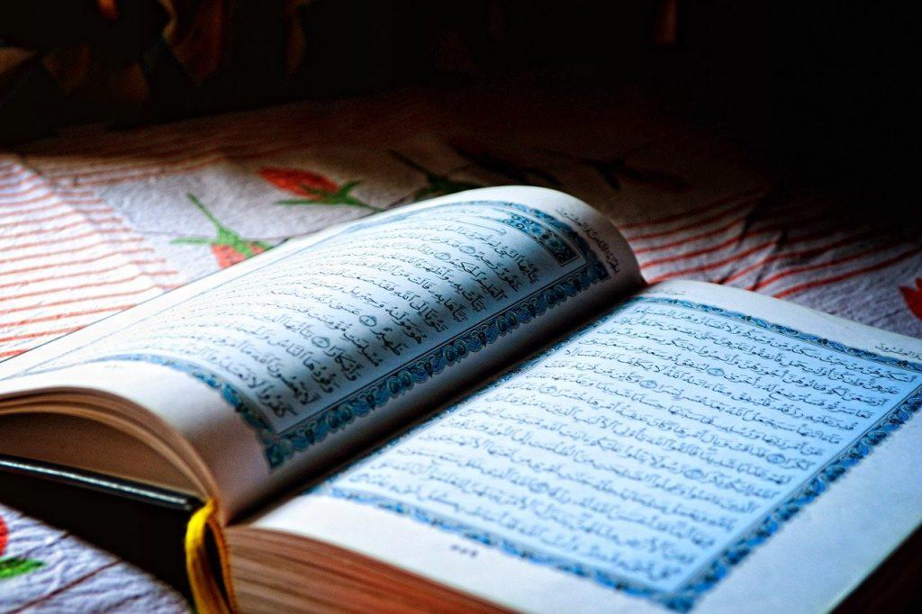 ramadan - il sacro corano aperto