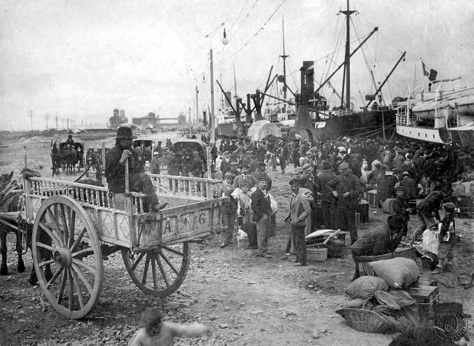 italia - vecchia foto in bianco e nero degli immigrati italiani arrivati a buenos aires