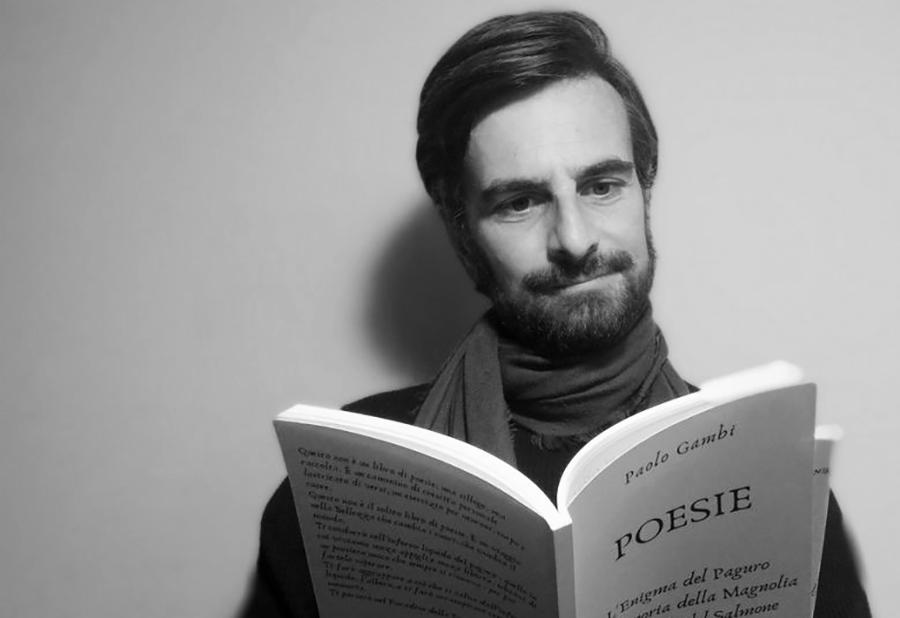 foto in bianco e nero del poeta Paolo Gambi