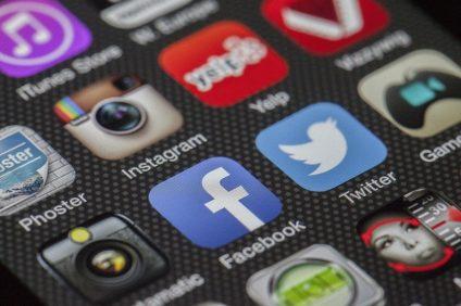 loghi dei social sul telefonino