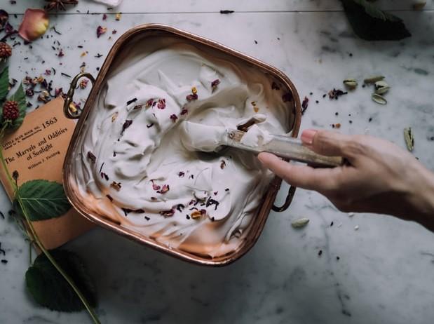 Alessia Marcuzzi - contenitore con crema