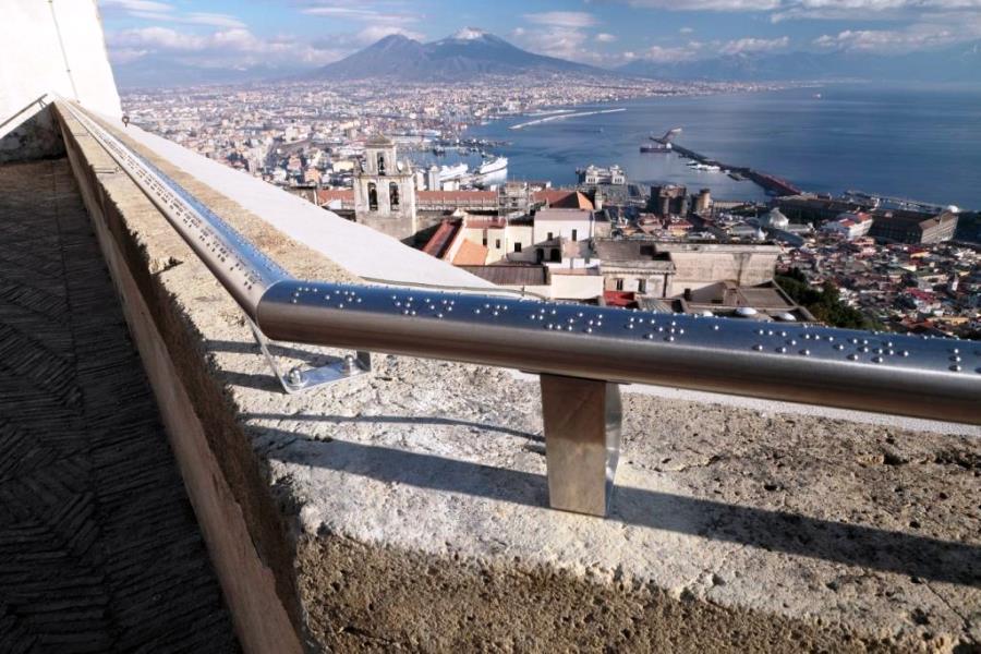 Il corrimano sul golfo di Napoli