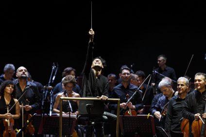 ezio bosso con la sua orchestra