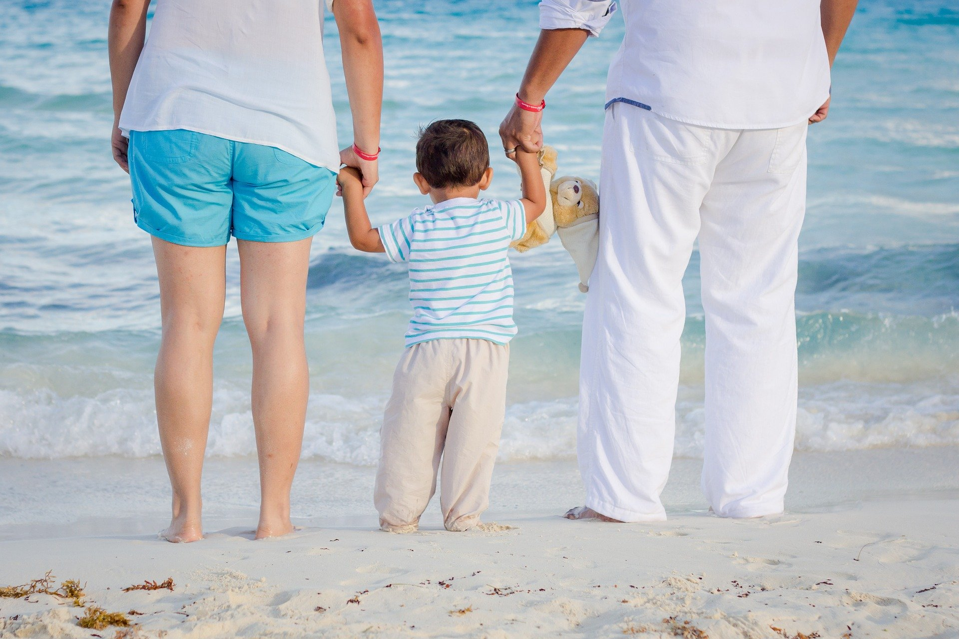 girandole - genitori e bimbo su spiaggia
