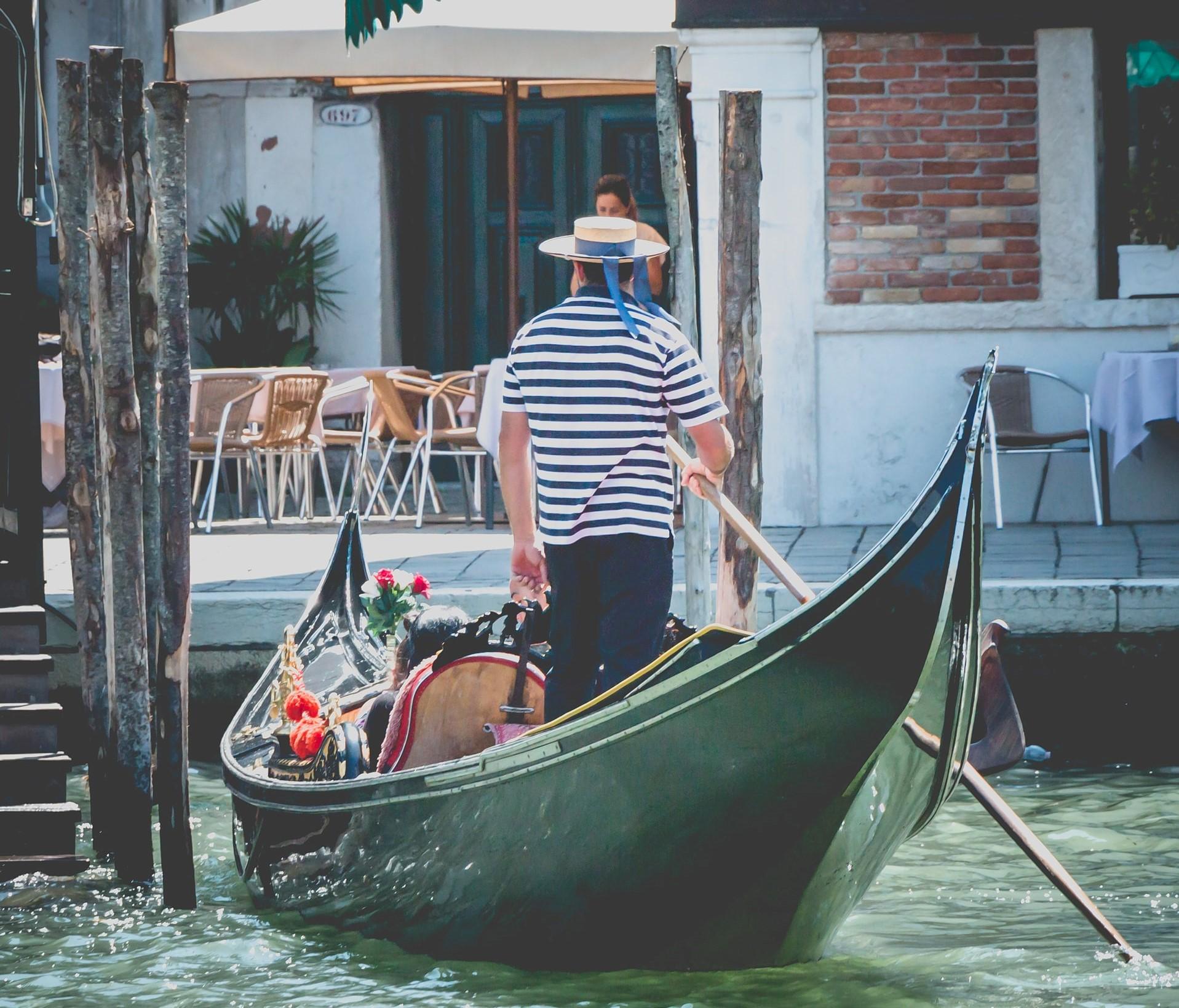 arte - una gondola veneziana