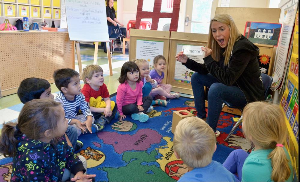 Scuole in azienda - una maestra con gli alunni