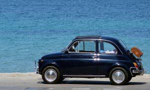estate - macchina parcheggiata