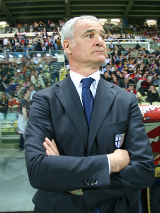 claudio ranieri in abito a bordo campo
