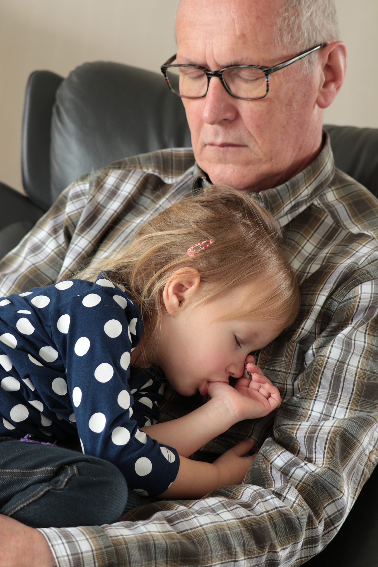 le buone abitudini - nonno e nipote che risposano