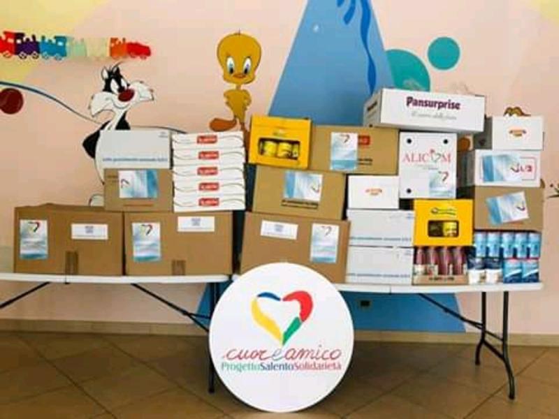 Pacchi alimentari donati dalle aziende salentine