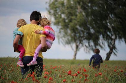 marina - padre con figli