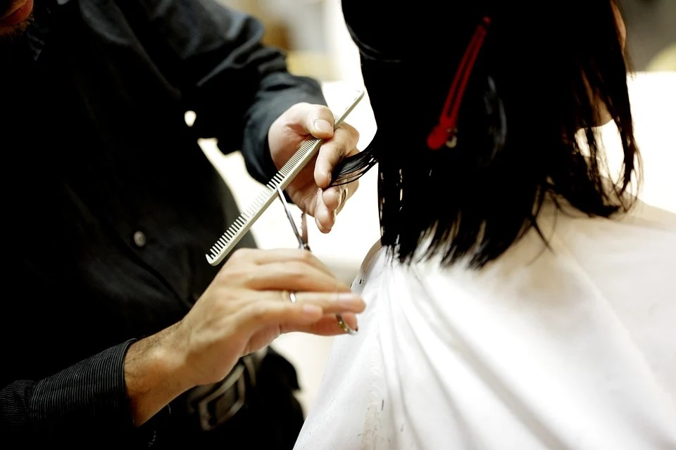 Ricominciamo, da lunedì riaprono anche i parrucchieri - Let's start again, hairdressers reopen from Monday